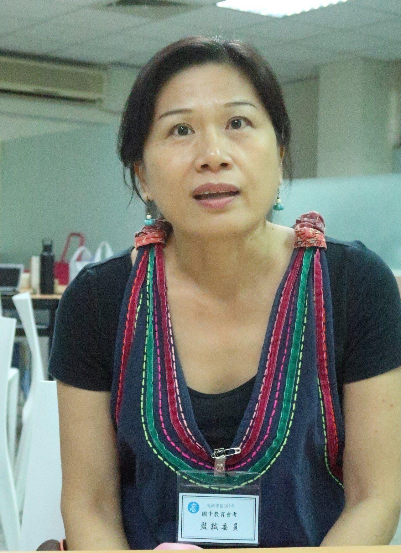 三民高中國文老師郭麗秀表示,考生可書寫自身與長輩相處經驗,再思考陌生人的青銀相處...