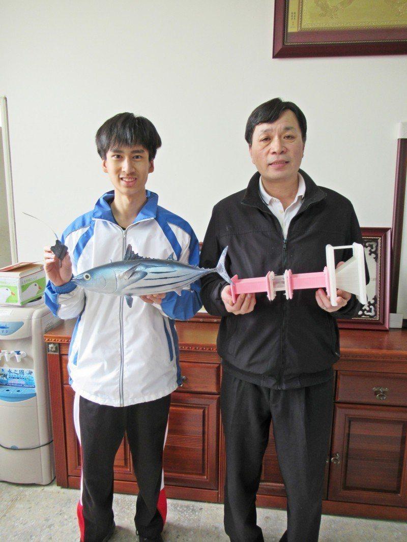 基隆市安樂高中陳懷璞想到魚能發電,他以巧思的設計,以作品「魚能發電之開發及應用」...