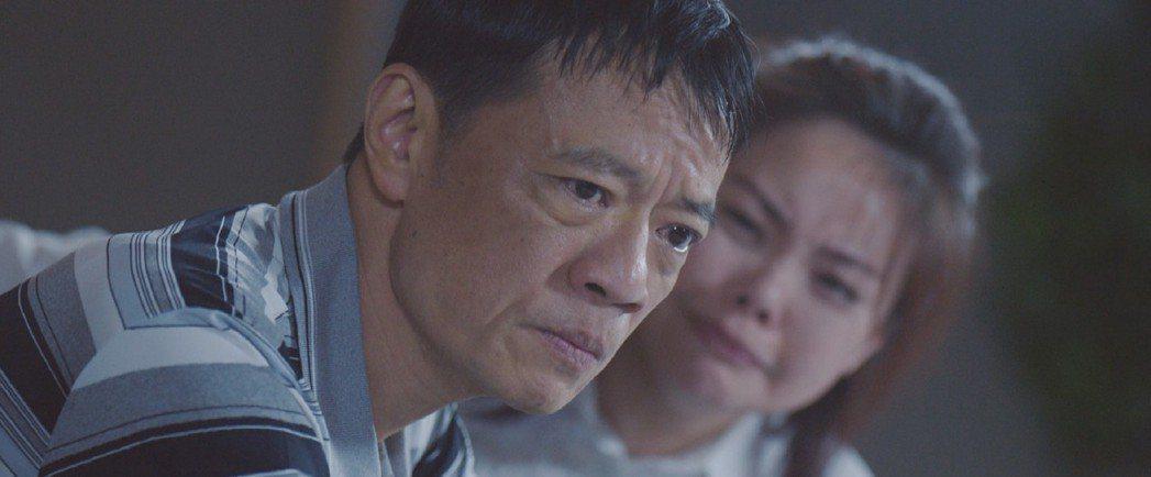 吳朋奉(左)、林嘉俐飾演病患父母。圖/公視提供