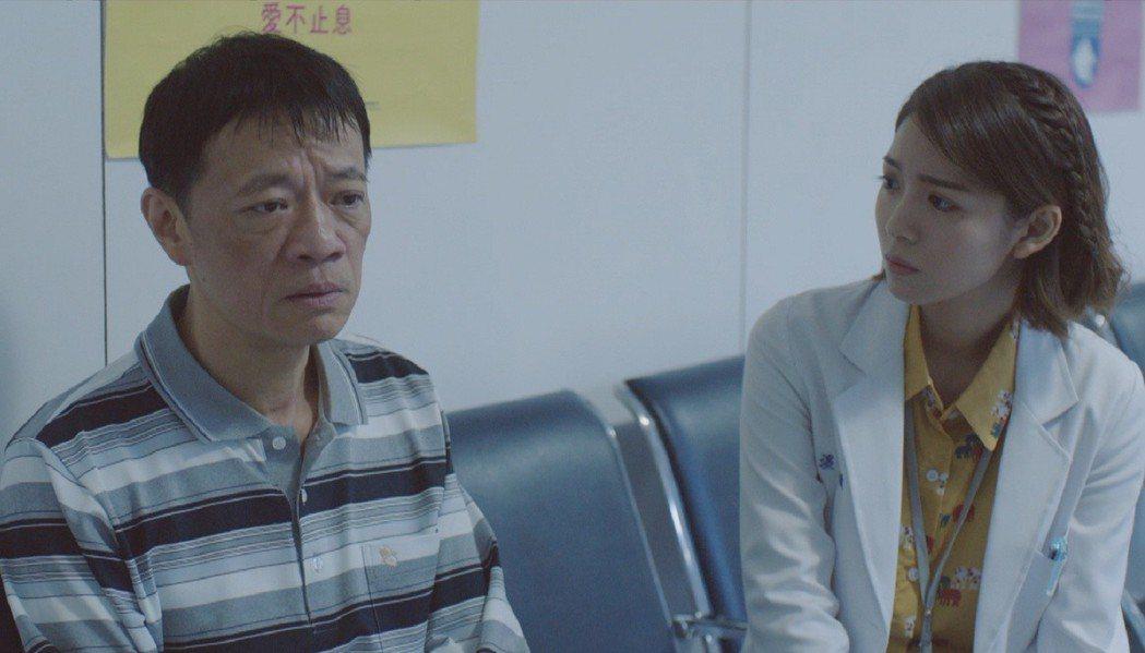 吳朋奉(左)、林嘉俐在「生死接線員」飾演病患父母。圖/公視提供