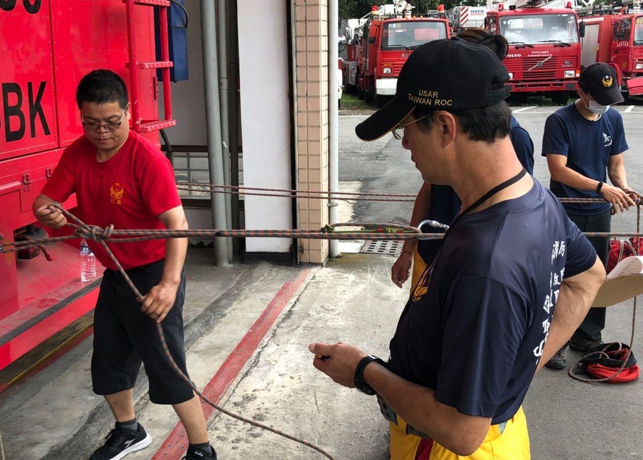 高雄義消人員今天接受消防署隨機抽測。記者林保光/翻攝