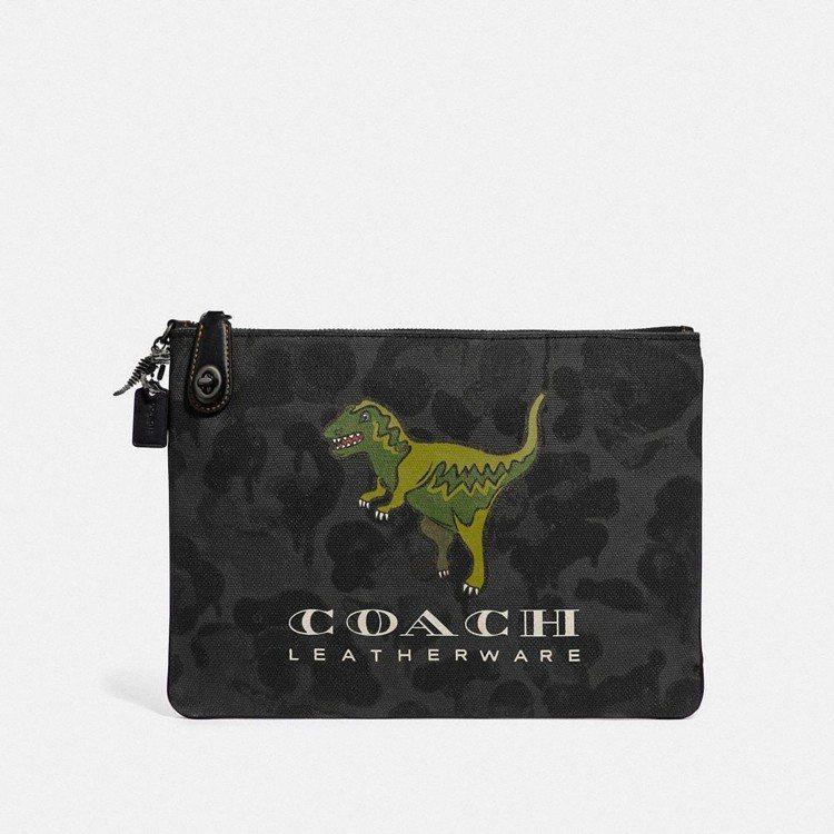 Rexy 手拿包,售價9,900元。圖/COACH提供