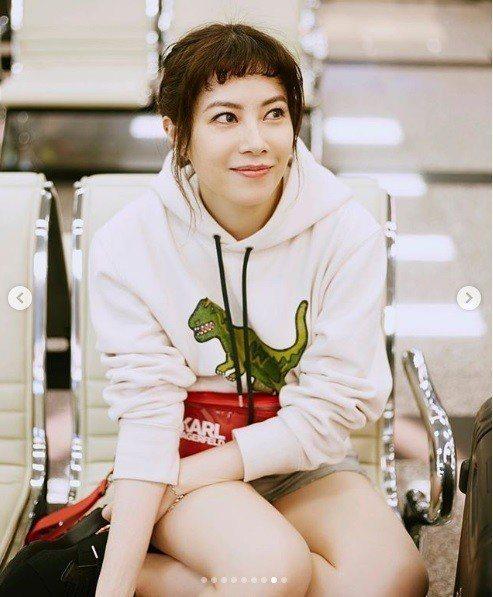 資深「平民天后」徐懷鈺身穿Rexy 系列帽呼應她的名曲《怪獸》。圖/取自IG