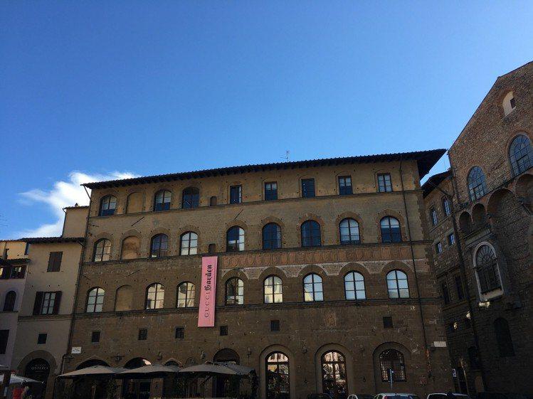 古馳花園博物館座落在領主廣場中有700年歷史的古老建築Palazzo della...