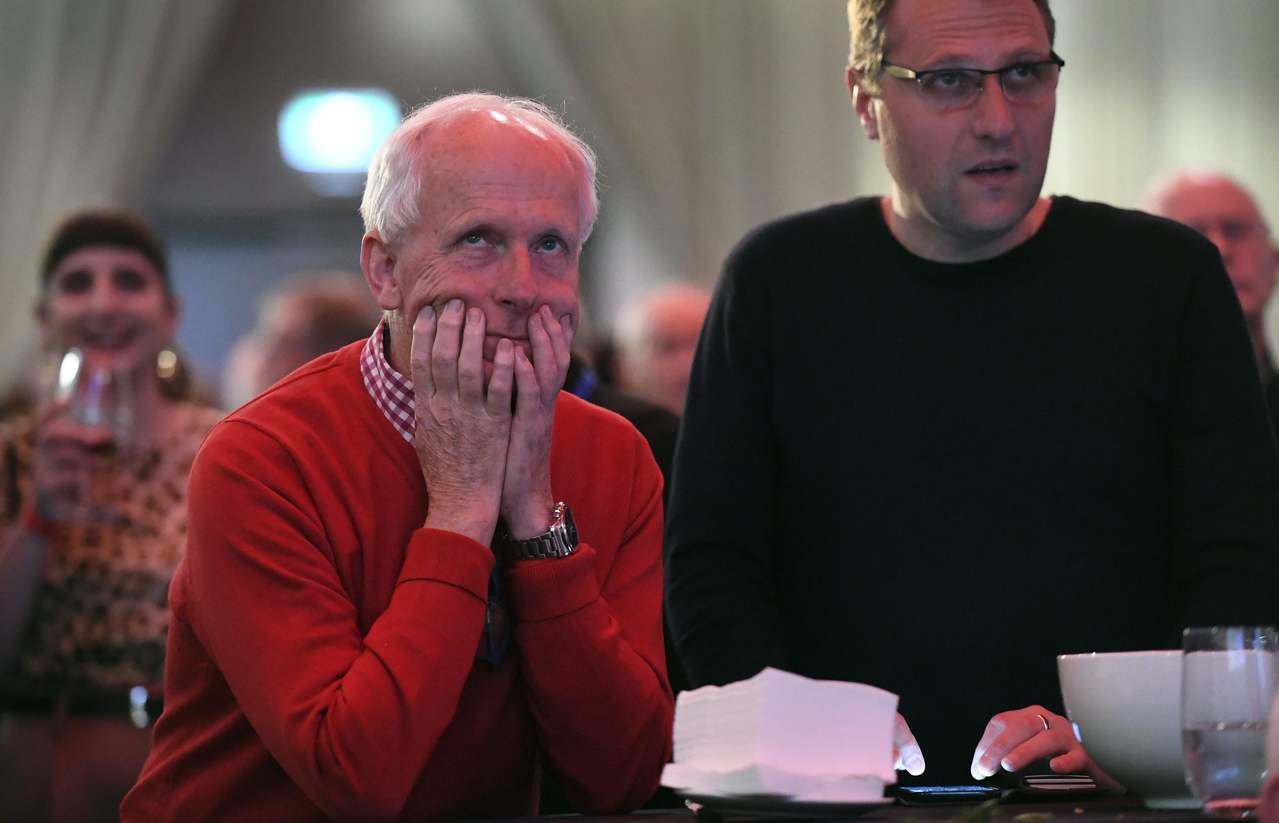 澳洲勞工黨支持者在墨爾本看開票,臉色凝重。(法新社)