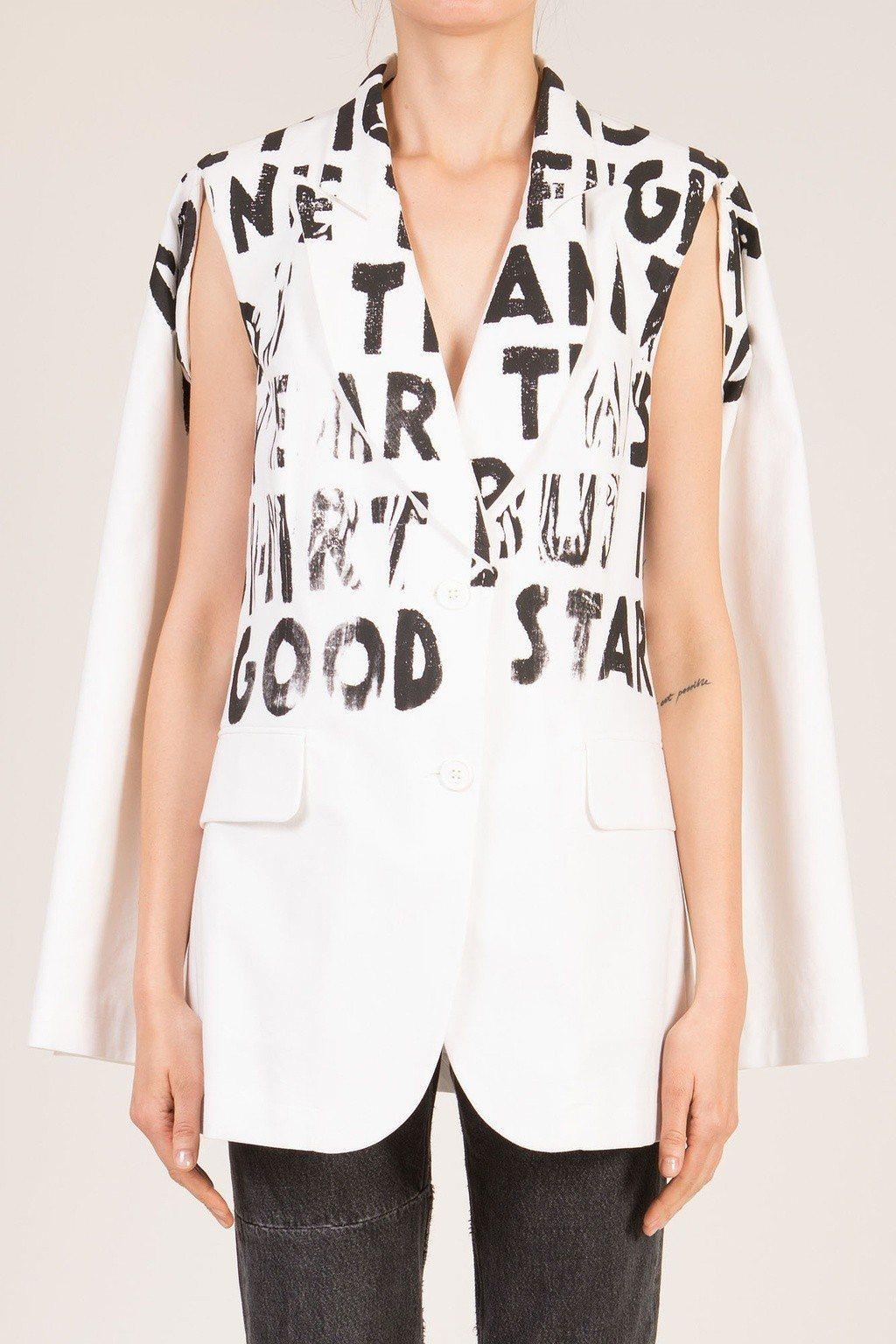 MM6對抗愛滋標語斗篷式披肩西裝外套,售價36,800元。圖/MM6提供