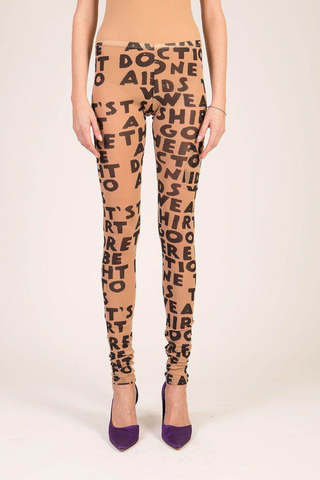 MM6對抗愛滋標語緊身內搭褲,售價9,580元。圖/MM6提供