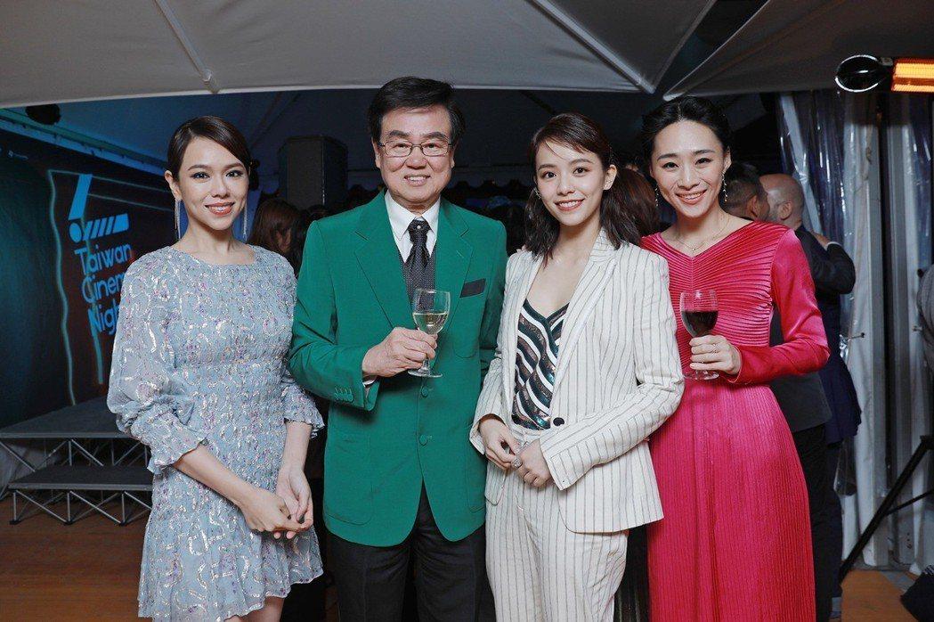 夏于喬(左起)、黃百鳴、宋芸樺、吳可熙在坎城「台灣之夜」上開心合影。圖/岸上影像...