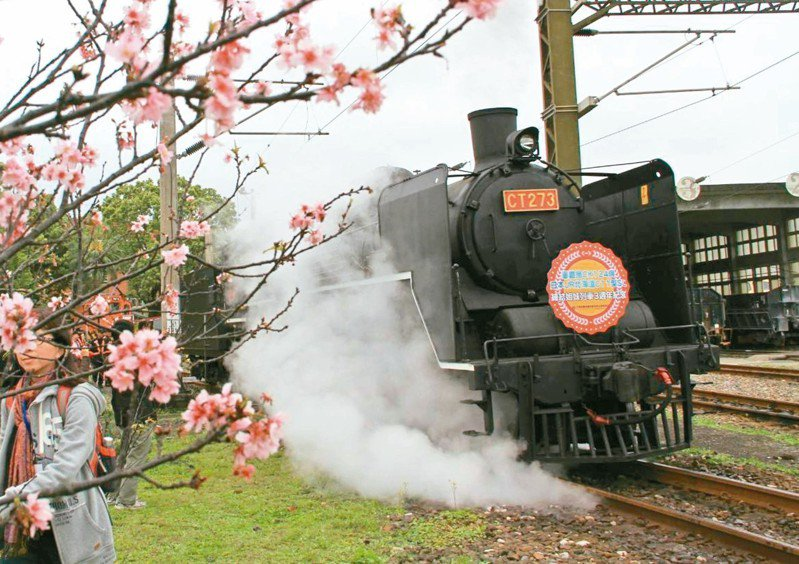 鐵路宜蘭線蘇澳與礁溪間通車滿100年,鐵路局決定出動有「機關車女王」美稱的CT273蒸氣火車頭,載客巡遊這條百年路線。 圖/聯合報系資料照片