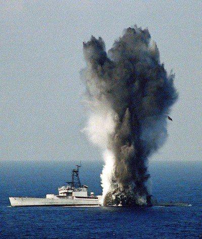 2003年漢光十九號演習海軍潛艇發射潛射魚雷「補考」,當天上午「補考」未過,下午...