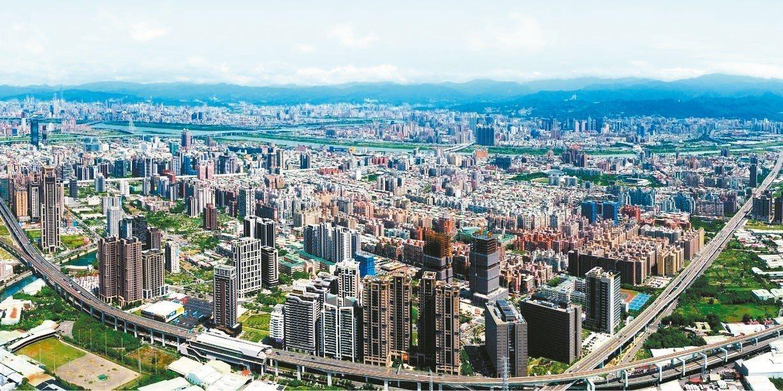經濟部表示,美中貿易摩擦,促使台商回流,也帶動台灣就業率、經濟成長,今年至少會有...