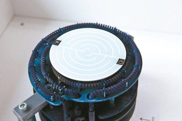傳統加熱上方薄薄的一片陶瓷材料是關係到磊晶設備升級的重要零組件