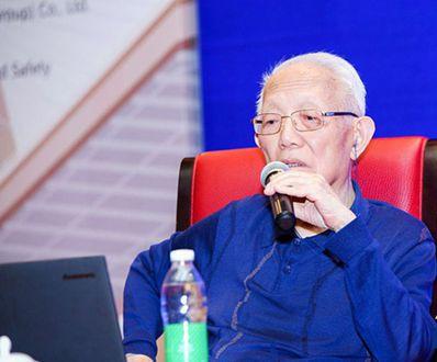 中國科學院院士、同濟大學茲身榮譽教授孫鈞在會上表示,渤海灣跨海通道的內部研究已到...
