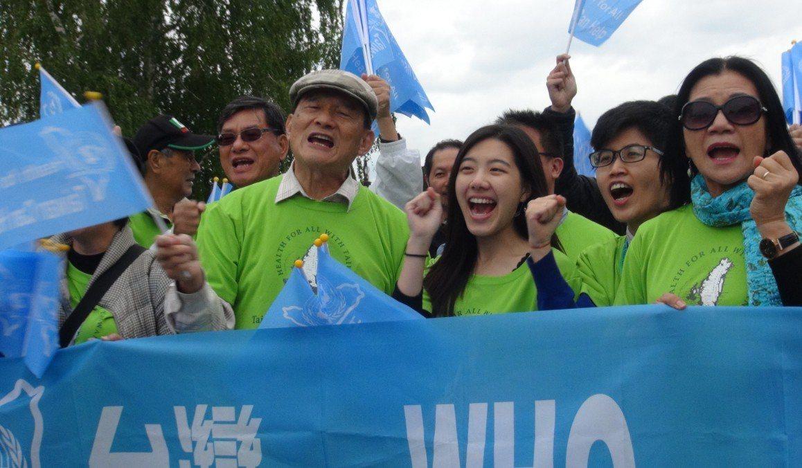 世界衛生大會(WHA)開會倒數,世衛宣達團18日下午在日內瓦湖畔發放4國語言文宣...