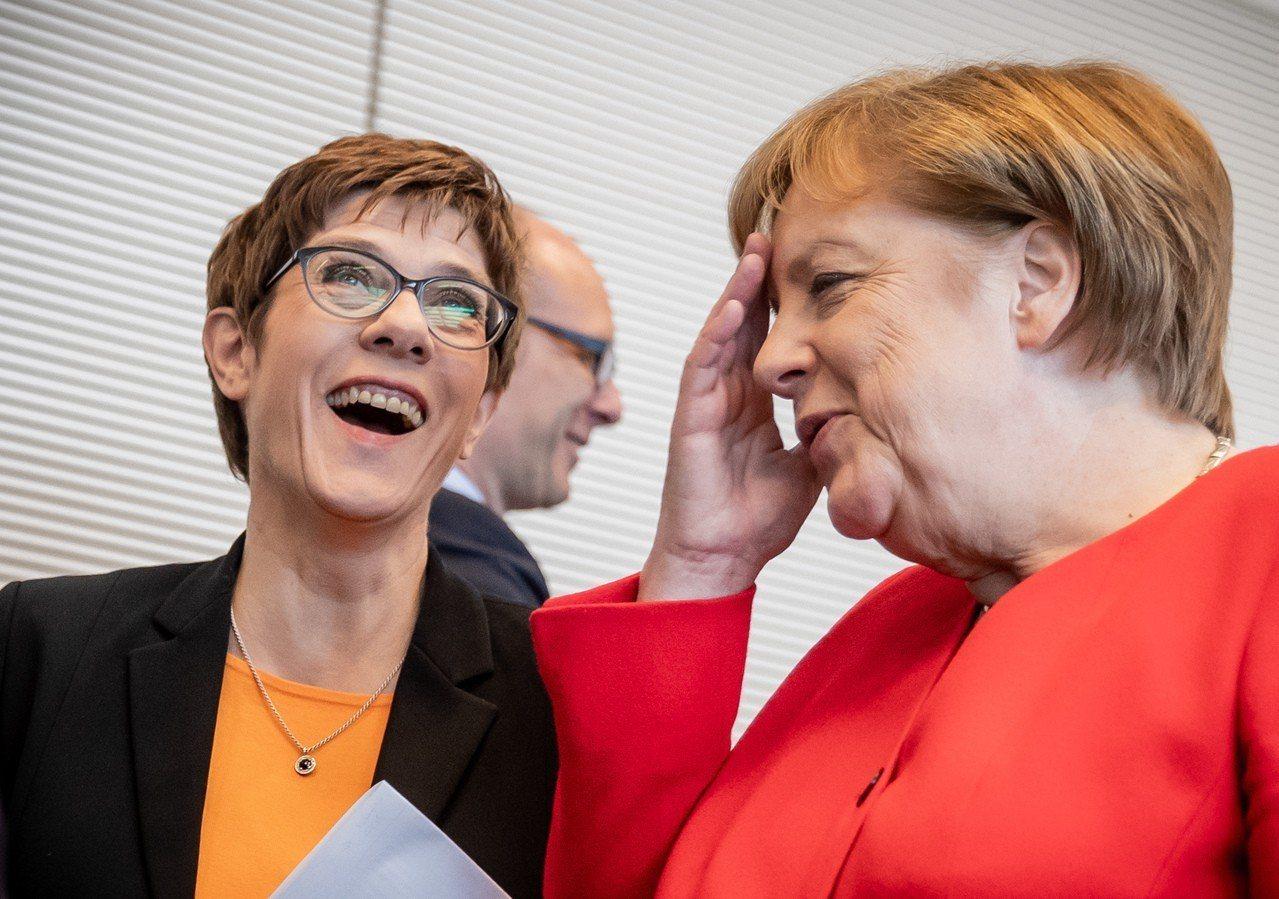知情人士指出,基民黨料將在5月26日的歐洲議會投票失利,黨魁康坎鮑爾(左)已傳達...
