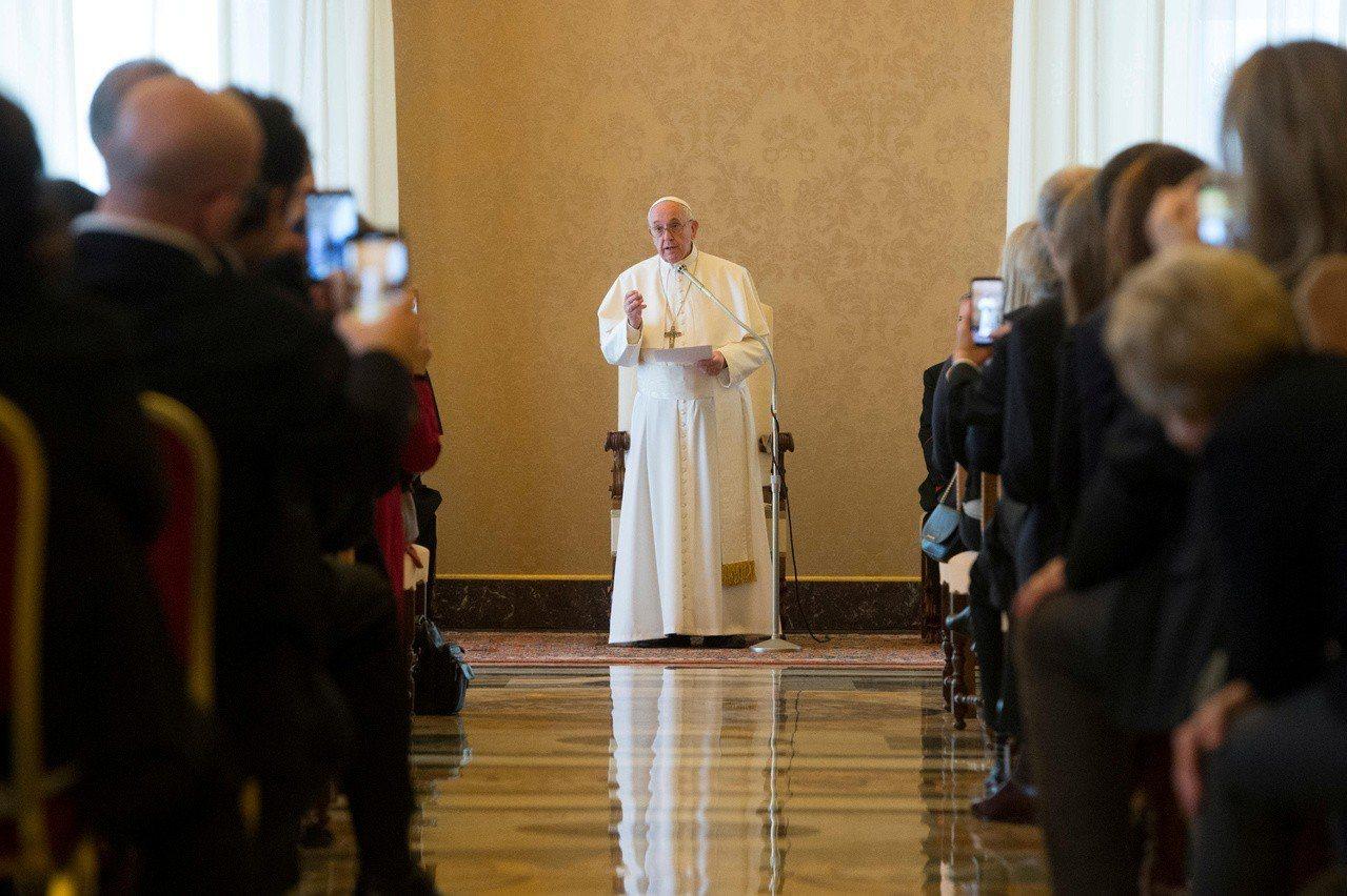 天主教教宗方濟各致辭提到,媒體記者應遠離假新聞,多持續報導一些不再是新聞頭條、但...