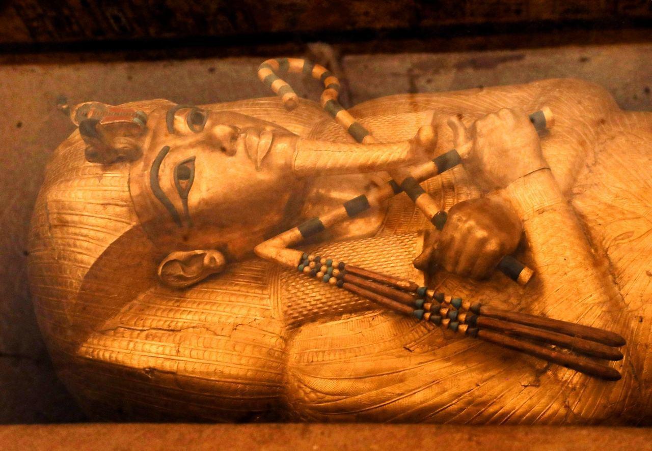 埃及法老圖坦卡門,墓中藏有公元前1569至1315年第18王朝的財寶,是古埃及文...