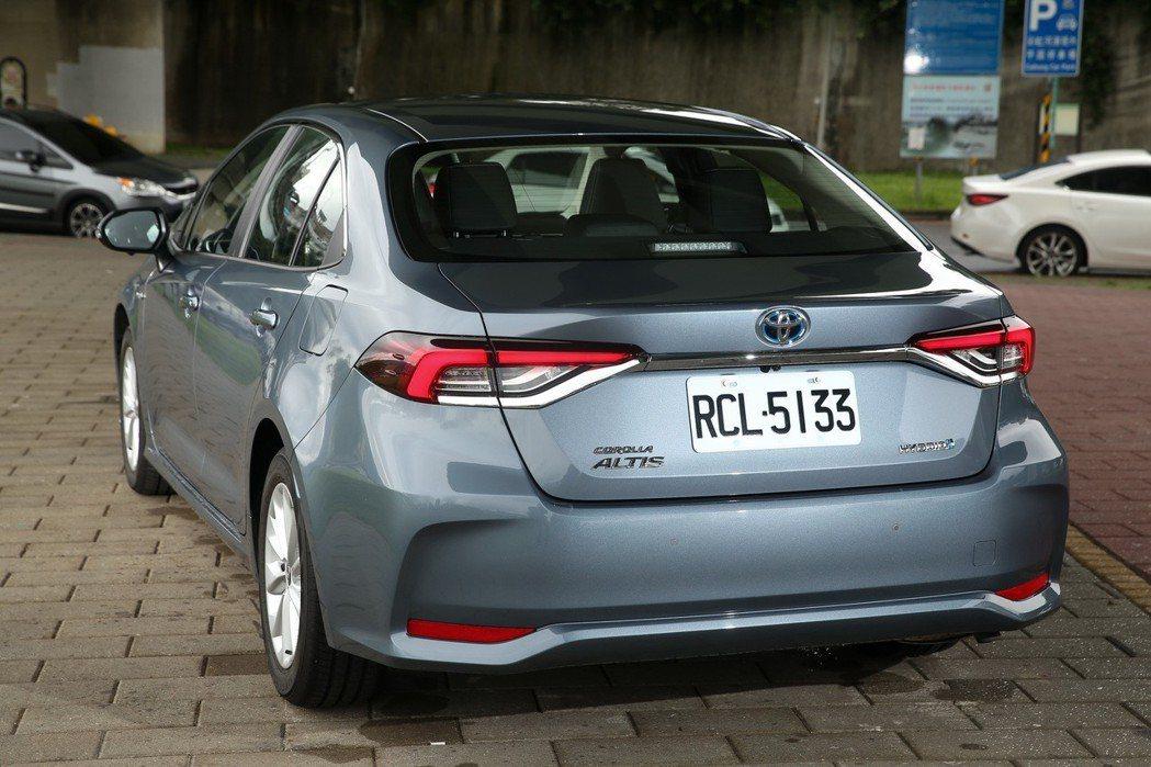 Corolla Altis Hybrid車尾的LED尾燈讓整體辨識度更高。 記者...