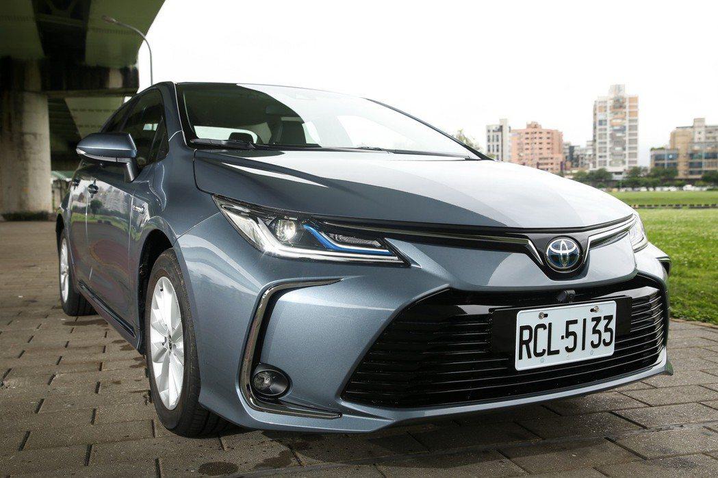 Corolla Altis Hybrid配備的LED Bi-Beam頭燈搭配上更...