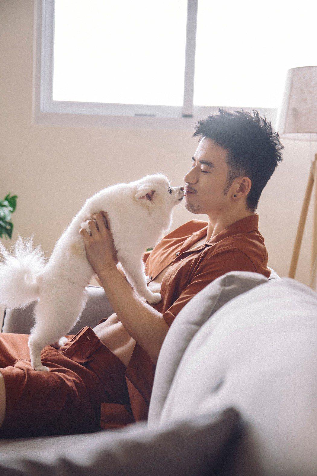 JR紀言愷要求愛犬一定要一同入鏡。圖/男寓Mshooter提供