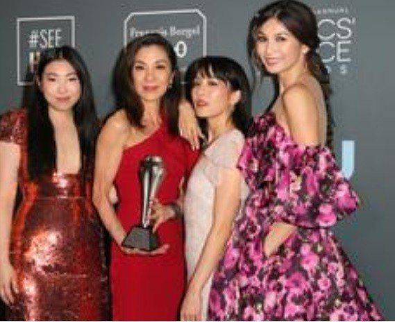 「瘋狂亞洲富豪」陳靜(右起)、吳恬敏、楊紫瓊之間的互動耐人尋味。圖/路透資料照片