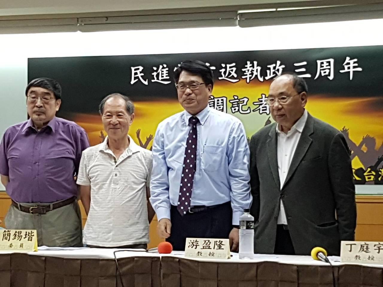財團法人台灣民意基金會今天公布「民進黨重返執政三週年」最新民調,蔡英文總統三週年...