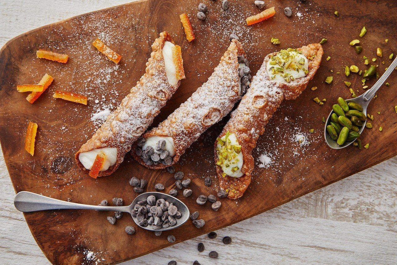 「卡諾里」是義大利的國民甜點。圖/bye bye blues提供