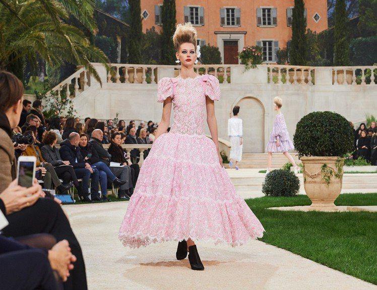 潘妮洛普克魯茲的禮服由香奈兒2019春夏高級訂製系列這款禮服改造而成。圖/香奈兒...