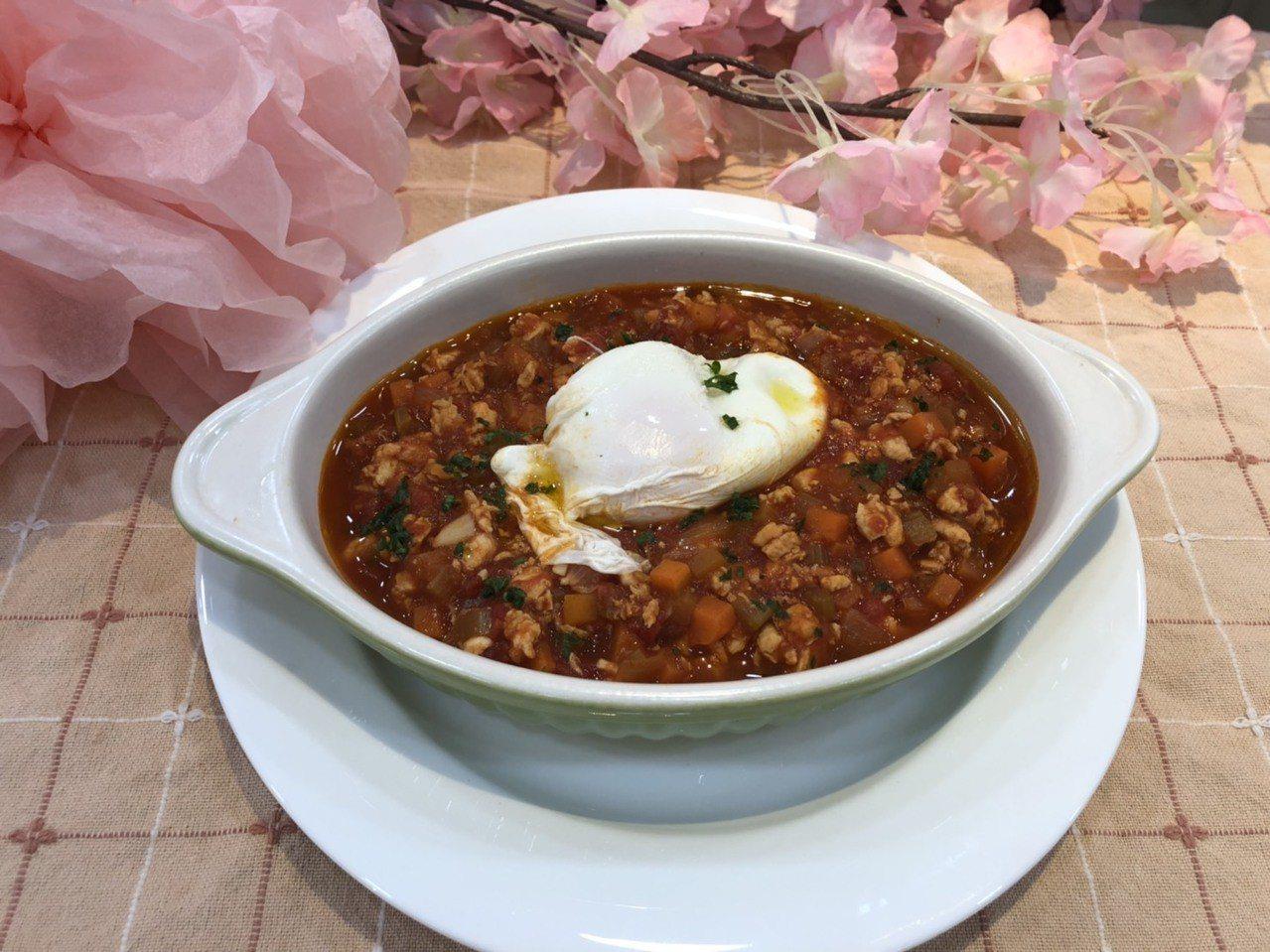 雞肉燥水波蛋番茄湯。圖/黃克銘健康基金會提供
