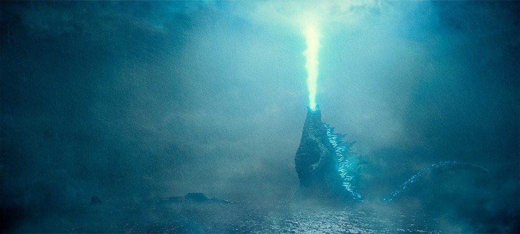 在「哥吉拉II怪獸之王」當中,哥吉拉有著比上一集還要繁複且驚人的動作戲。圖/華納...