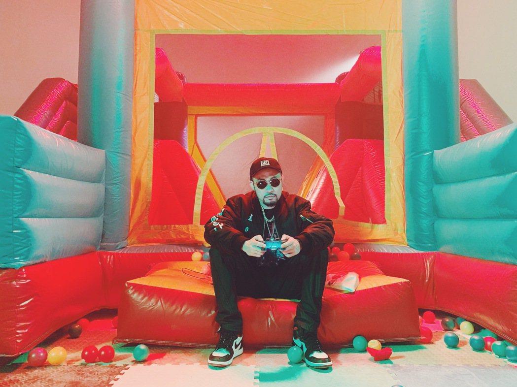 熱狗暌違7年將發行新專輯「廢物」。圖/本色提供