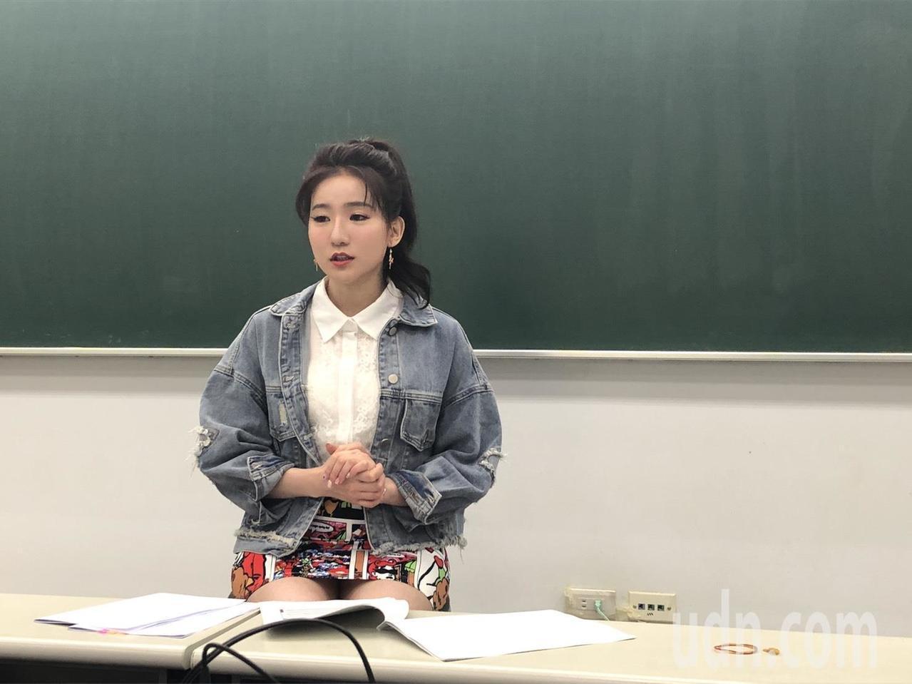 補教老師林熹分析今年國中會考英文科,試卷中的生難字變少了,「簡單的題目更簡單,但...