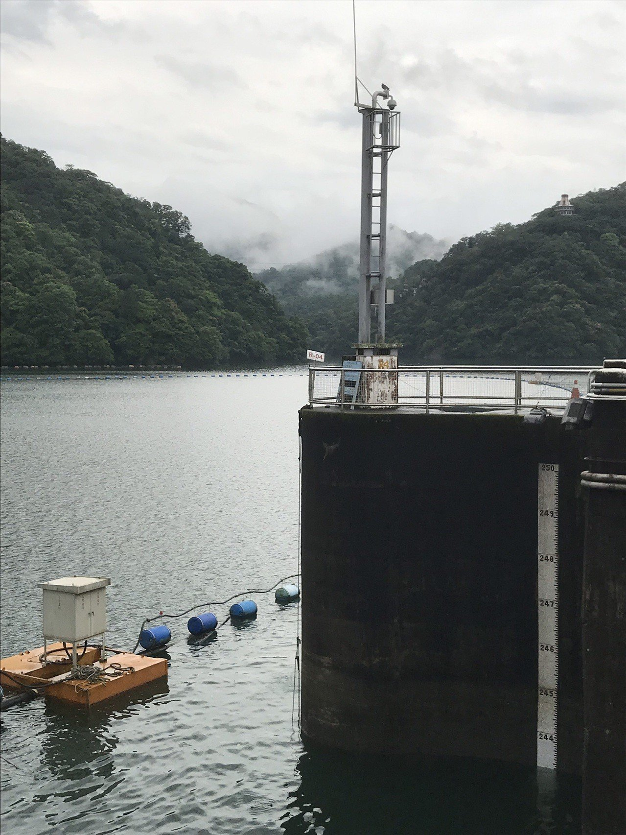 全台大豪雨,石門水庫已接近滿水位。因應另一波鋒面將通過台灣北部,北水局宣布今天下...