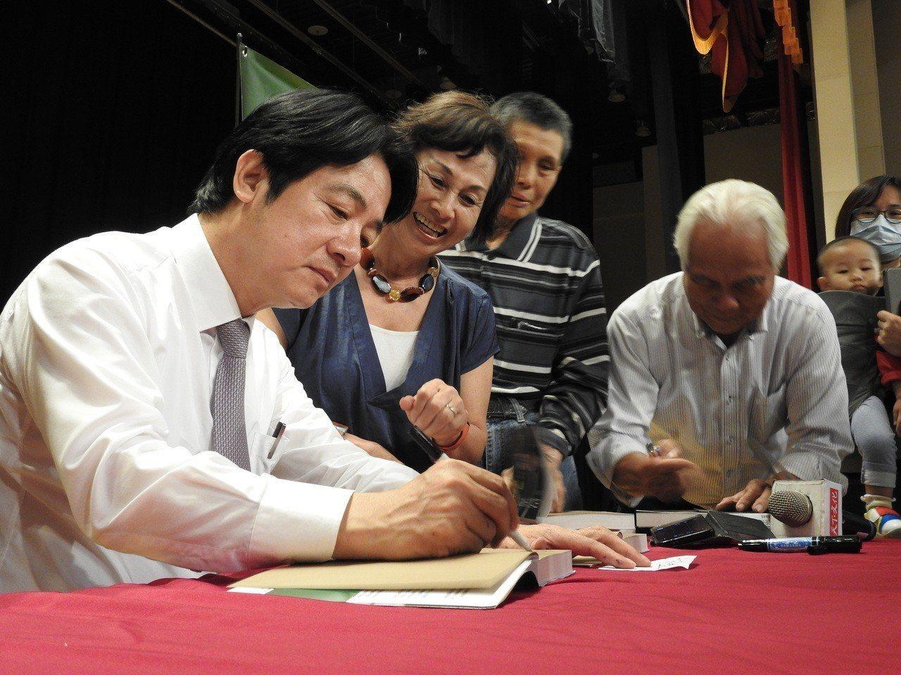 前行政院長賴清德今在南投縣埔里舉行新書簽名會,面對民調勝過蔡、韓,認為他獲能獲提...