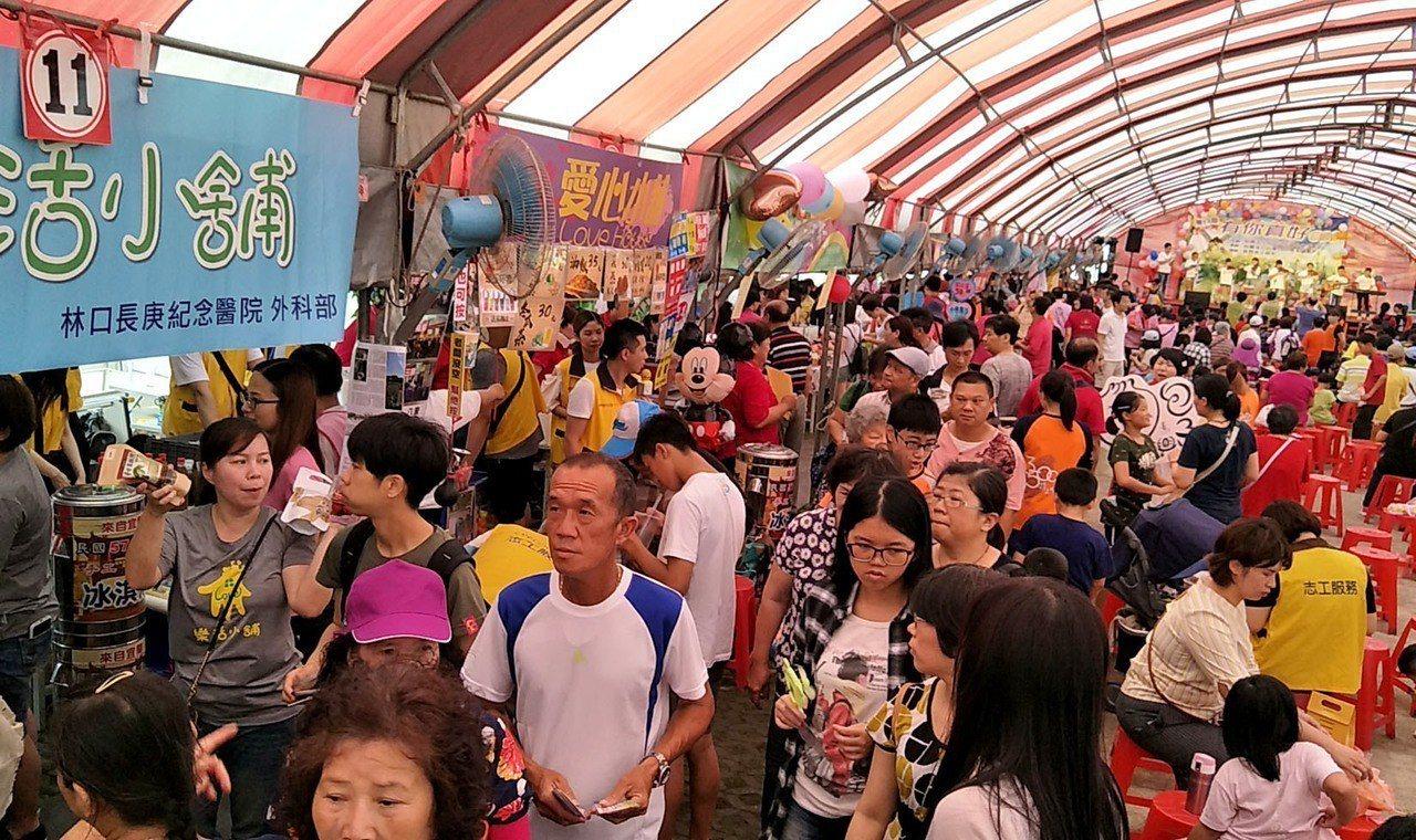 台灣3500捐工協會號召各地社團參與私立弘化懷幼院園遊會,56社團擺攤義賣十分熱...