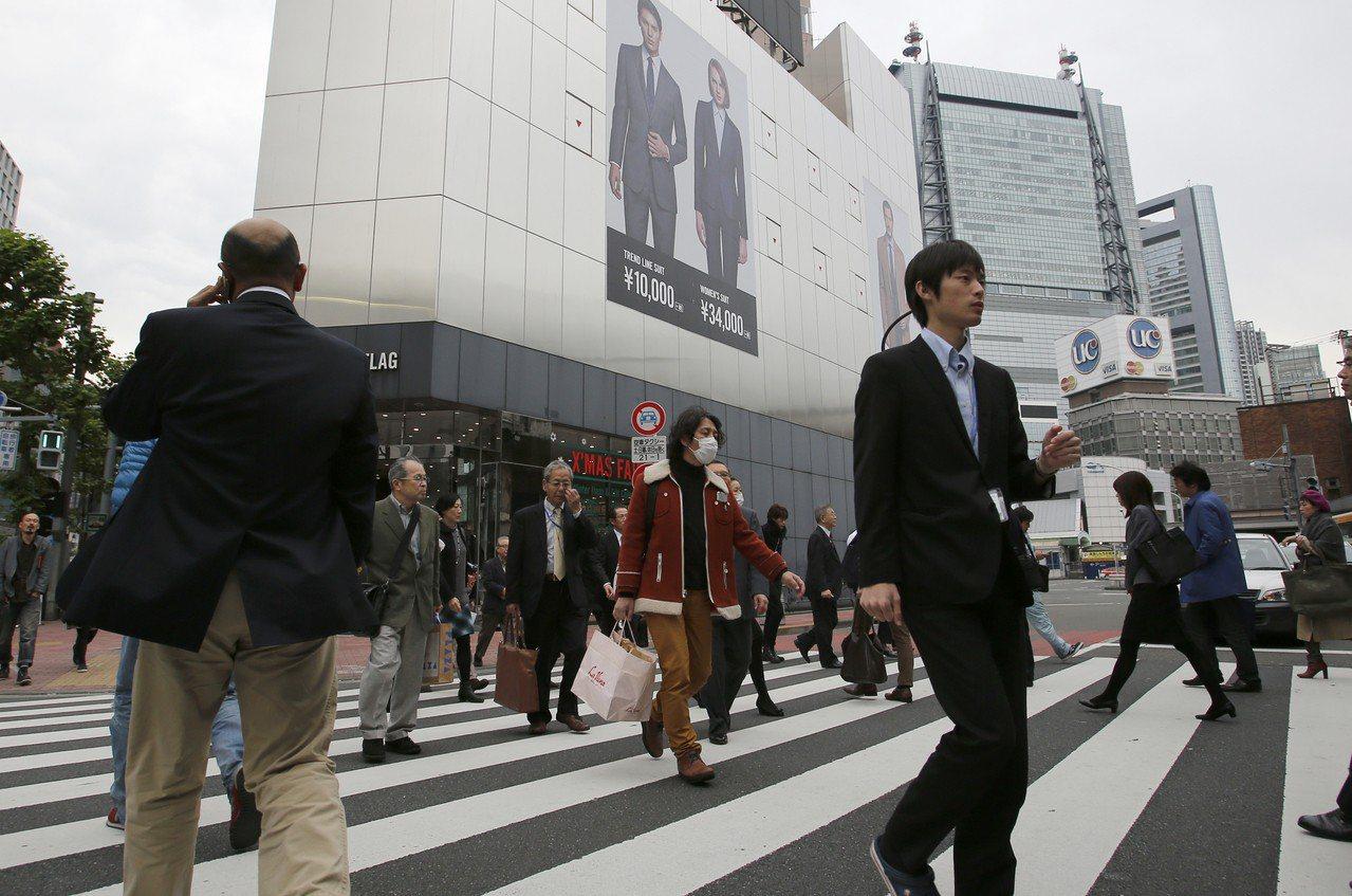 日本經濟表現疲弱,恐令安倍上調消費稅時程再次延後。美聯社