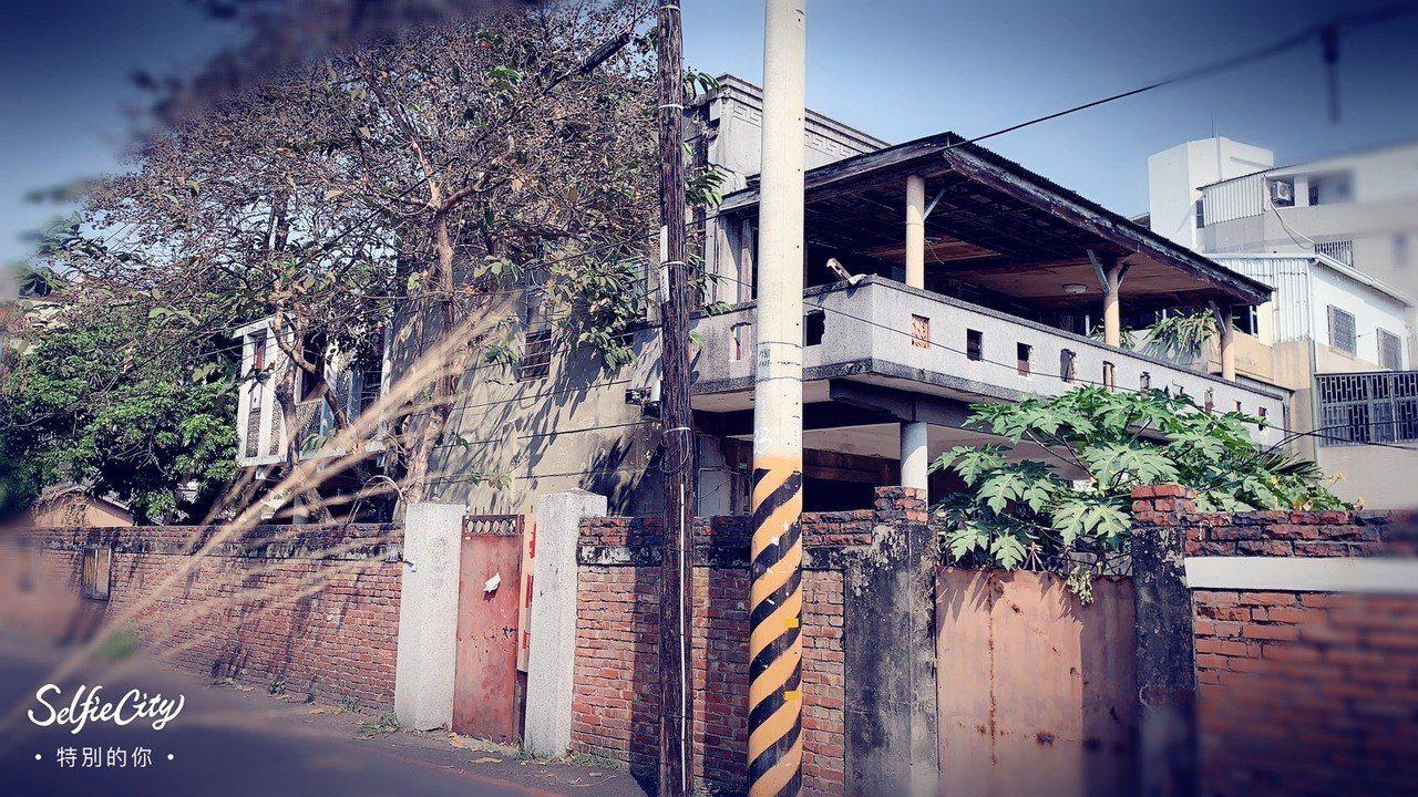 台南鐵路地下化路段旁的蘇丁受醫師舊宅已被拆除。圖/台南文化守護行動提供