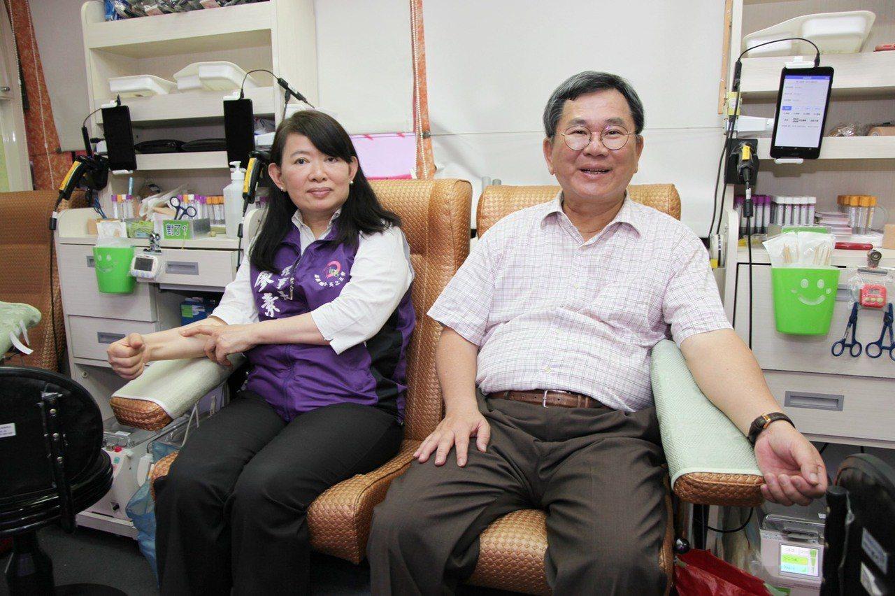 陳明文、廖素惠都說,在溫馨、溫暖五月舉辦活動,不只鼓勵年經人來捐血,也歡迎中、老...