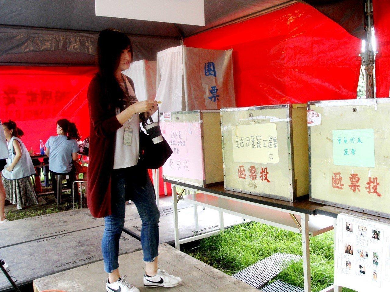 長榮空姐桃園罷工投票結束 1500人投票等待勞資協商