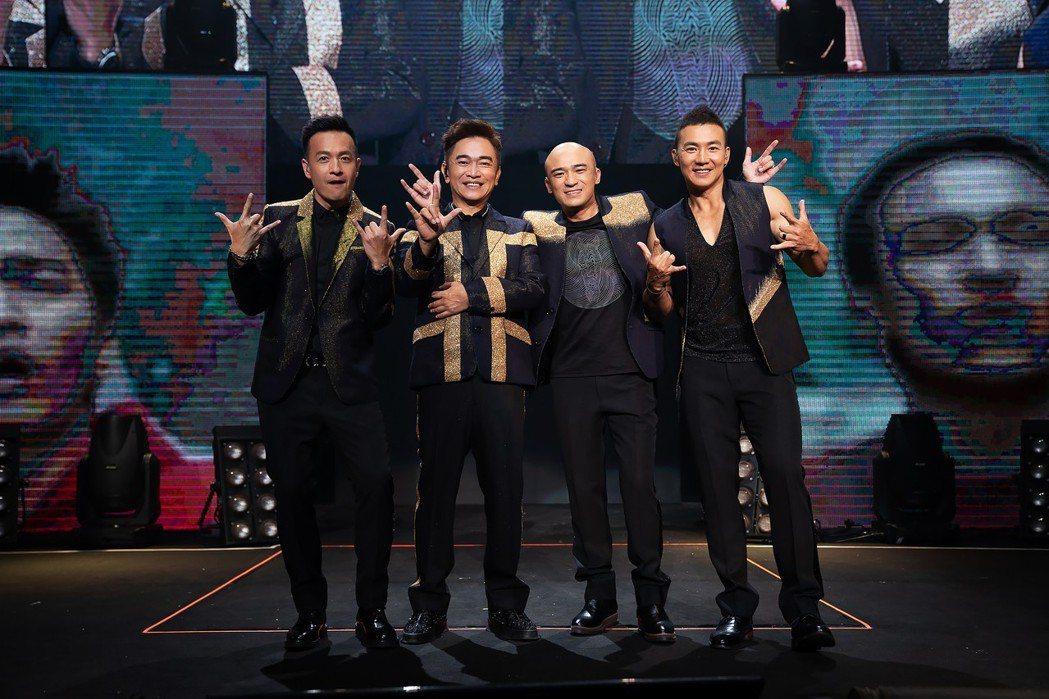 「咻比嘟嘩」吳宗憲(左二)和小鐘(左起)、小馬、劉畊宏合體開唱。圖/華貴娛樂提供