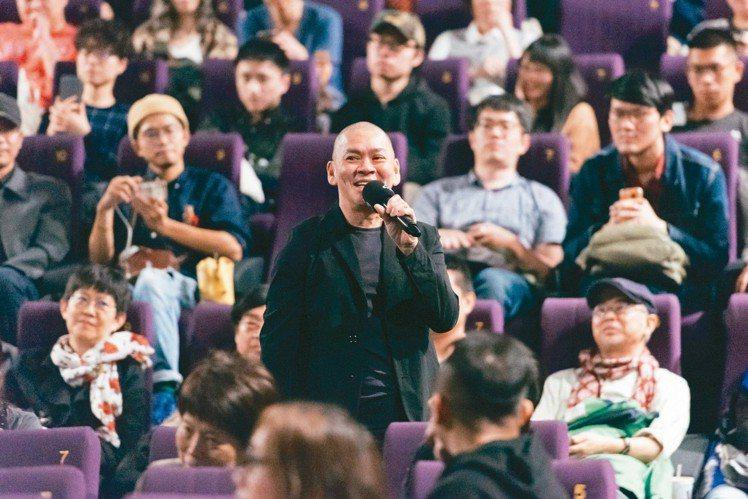 蔡明亮為新片《你的臉》勤跑宣傳,和觀眾互動。 圖/金馬影展提供