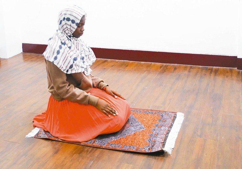 逢甲大學尊重多元信仰,穆斯林1天有5個時段需要祈禱,校方設穆斯林祈禱室,營造校園友善空間。 圖/逢甲大學提供