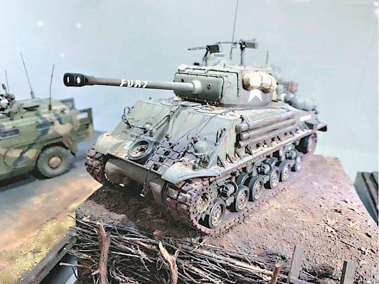 武器模型製作受到軍事迷追捧。 圖/騰訊微信