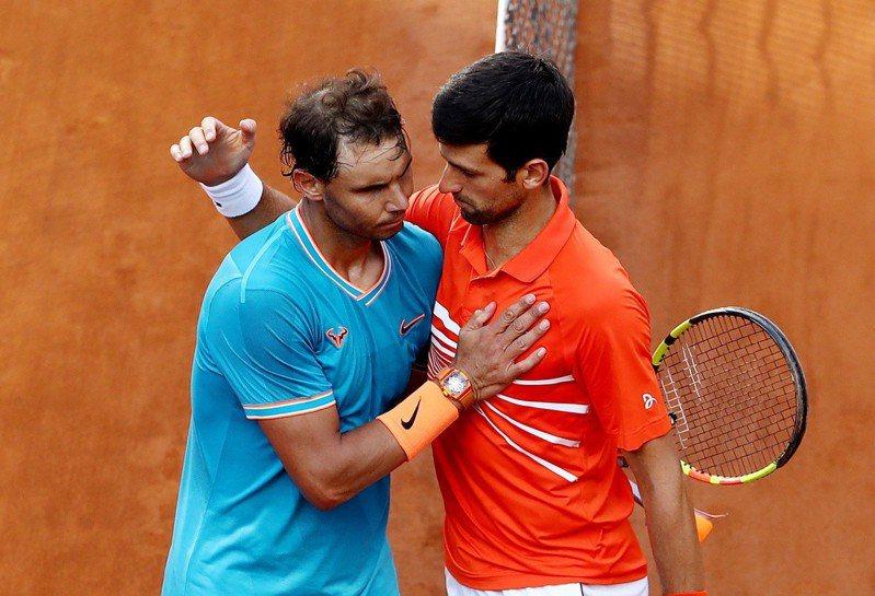 「球王」約克維奇(右)認為納達爾(左)是法網冠軍最大熱門。 路透