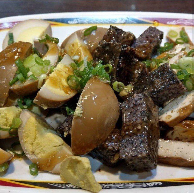 吃麵要切盤小菜最對味。IG @chaichunyao提供