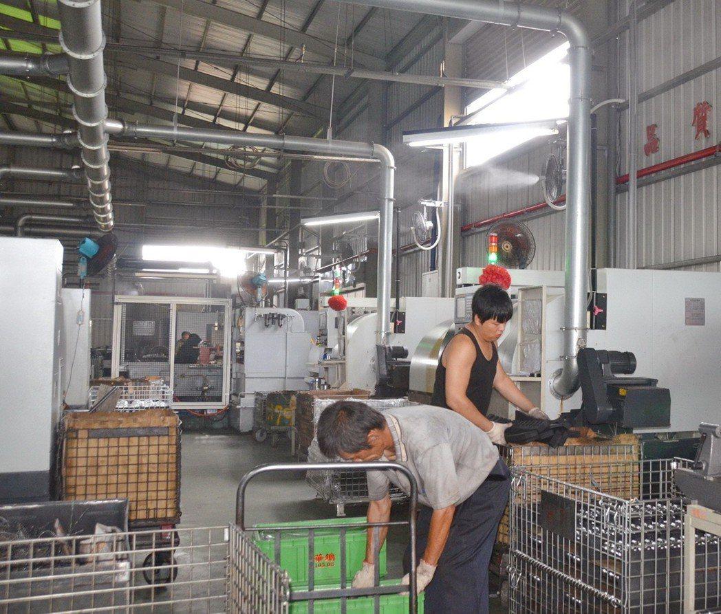 廠內共有96部CNC加工設備的和代實業,安裝羽和冰霧節能空調系統後,廠內平均降溫...