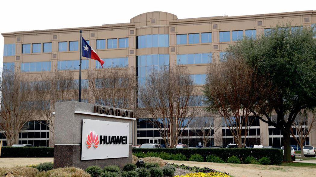 分析師指出,華為「嚴重依賴美國半導體產品,在關鍵美國零件斷供的情況下會嚴重癱瘓」...