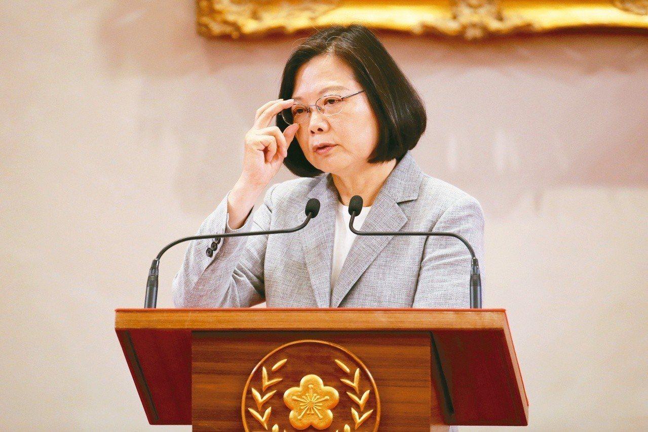 蔡英文總統上午在總統府內主持「三年有成 台灣進步關鍵字」記者會。 記者許正宏/攝...