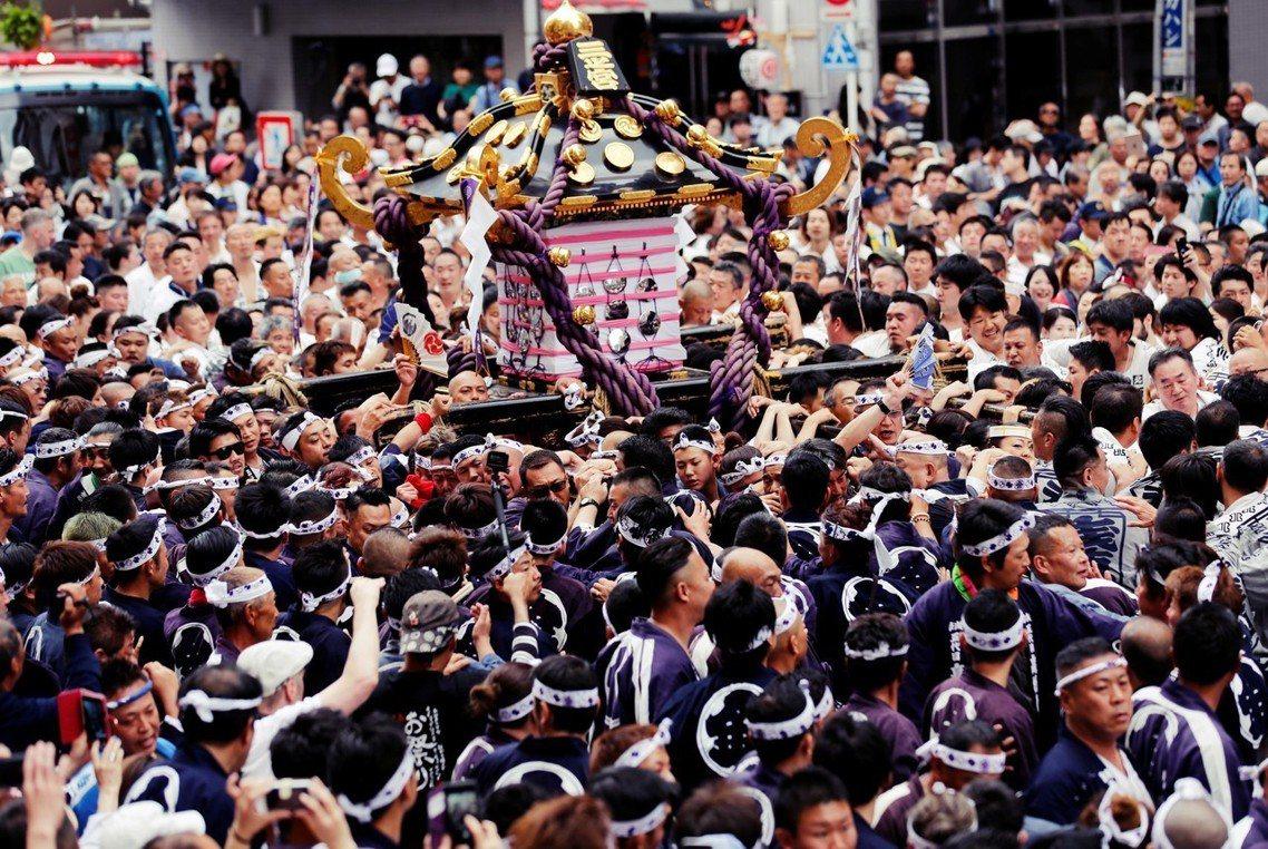 三社祭是日本東京歷史悠久的「江戶三大祭」之一,由淺草神社主辦,每年的觀光人潮可以...