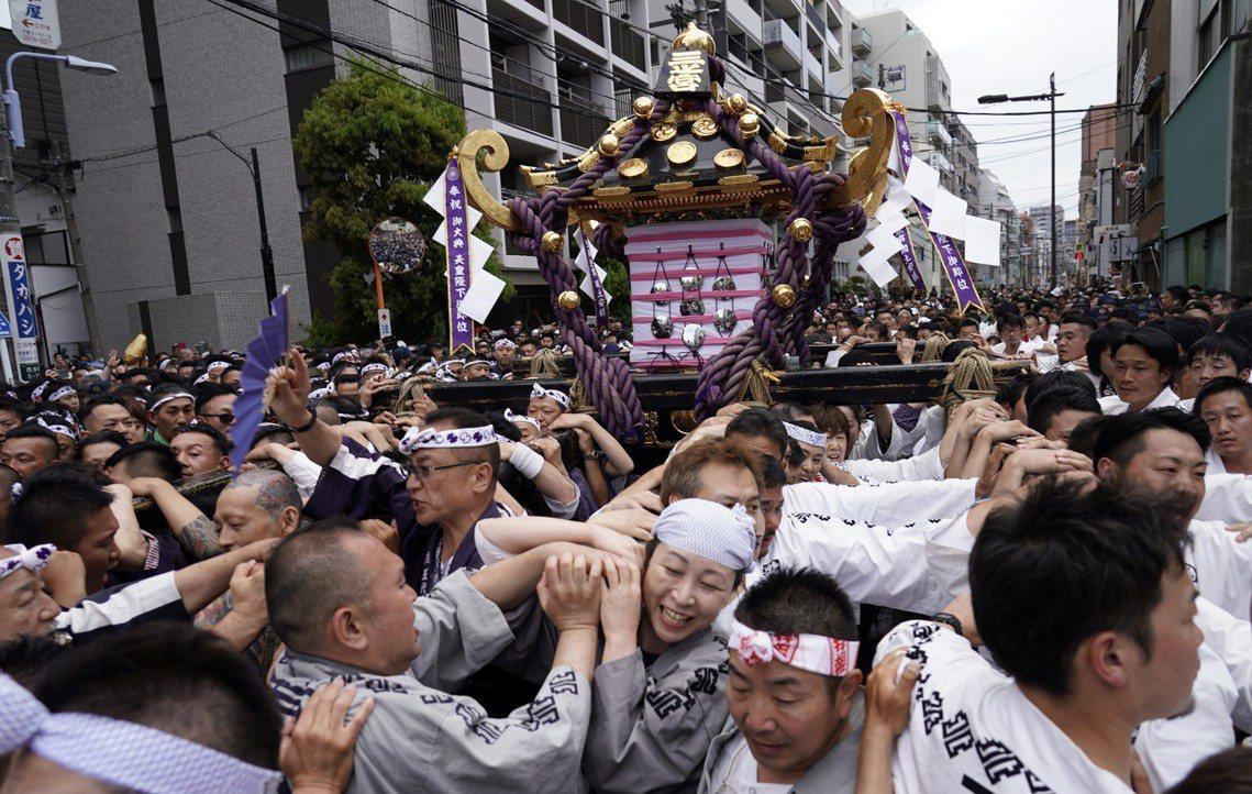 隨著東京2020奧運將至,三社祭也成為官方與民間共同推動傳統文化的活動之一。然而...